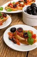 bruschetta och oliver foto