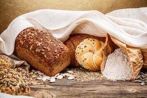 traditionellt bröd och bulle foto