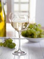 ein glas weisswein foto