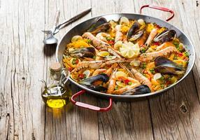 traditionell spansk mat paella foto
