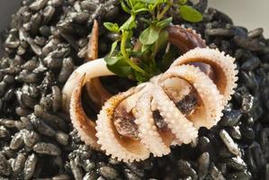 bläckfisk med svart ris - arroz neger foto