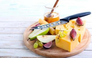 ost, fikon, päron och honung foto