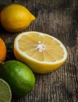 färsk citrusfrukterbakgrund foto