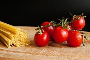 pomodorini e pasta foto