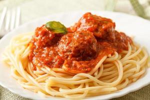 pasta med köttbullar foto