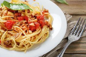 läcker pasta med tomatsås foto