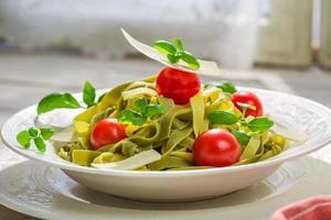 välsmakande tagliatelle med parmesan foto