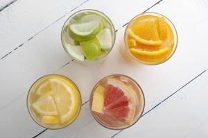 orange lime citron och grapefrukt dryck foto