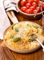 pasta och tomater foto