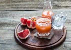 grapefrukt färsk på träbordet foto