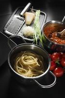 pasta med bolognese sås foto
