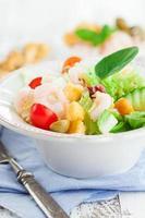 hälsosam sallad med räkor
