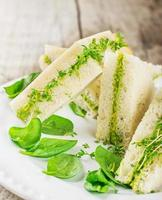 rostat bröd med avokado foto
