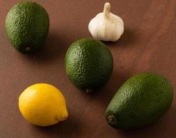 avokado på tabellen foto