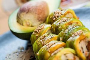 uppsättning japansk sushi foto
