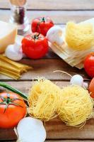 pasta och ingredienser foto