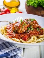 köttbullar. italienska och medelhavsmat. köttbollar med s foto