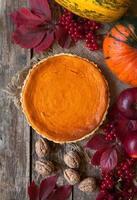 traditionell pumpa paj halloween söta behandla terta med nötter och foto