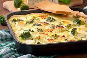quiche med broccoli och fetaost foto