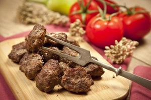 läckra turkiska hemgjorda kofte (köttbullar) foto