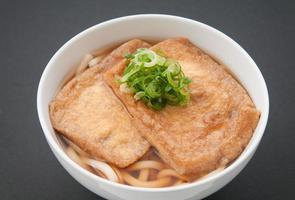japansk mat, kitsune udon foto