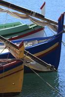 proues - barques catalanes - collioure, france foto