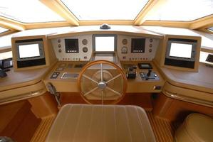 motor yacht bridge foto