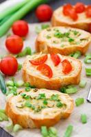 bruschetta med körsbärstomater och scallion