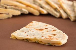 blandning av olika indiska bröd - naan foto