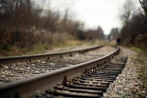 järnvägsskenor foto