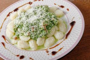 gnocchi med spinatch foto