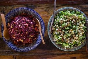 frisk kål och grön sallad foto