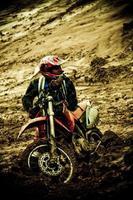 motorcykel racer trött från loppet foto