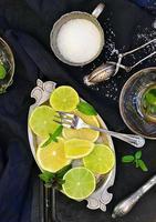 myntete med lime och citron foto