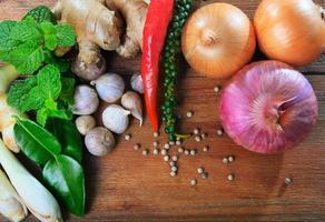 thailändsk kryddig örtgrönsak