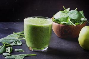 grön smoothie förberedelse foto