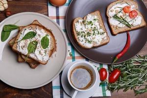 smörgås med mjuk ost foto