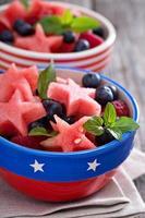 färsk vattenmelon med blåbär foto