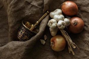 garlics och lök foto