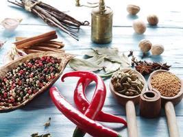 olika kryddor. foto
