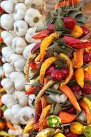 chili och vitlökflätor foto