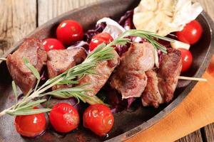 grisköttspett med vitlök foto