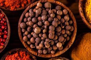 färgglada asiatiska tema med kryddor foto