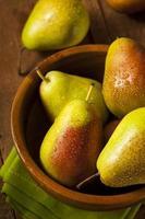 gröna organiska friska päron foto