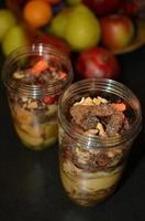 grönsaks- och fruktblandning redo för smoothies. foto
