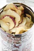 läckra torkade äpplen foto