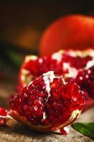 mogen röd granatäpple foto