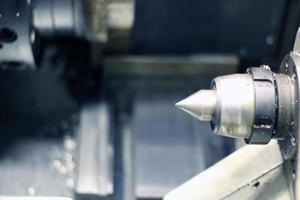 CNC-fräsning på jobbet foto
