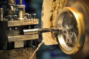 svarvmaskin i en verkstad, en del av svarven.