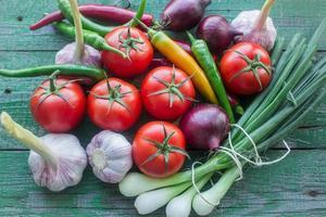 färska grönsaker från trädgården foto